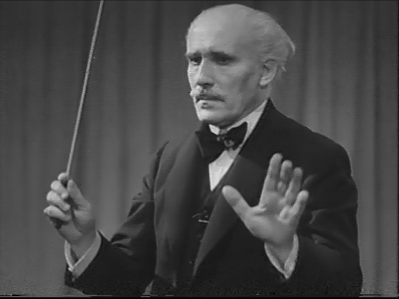 Arturo Toscanini conducting L'Hymne des Nations (1944)